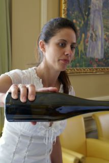 Júlia Bakonyi z winiarni Pajzos nalewa ambitnego Furminta JJL 2007